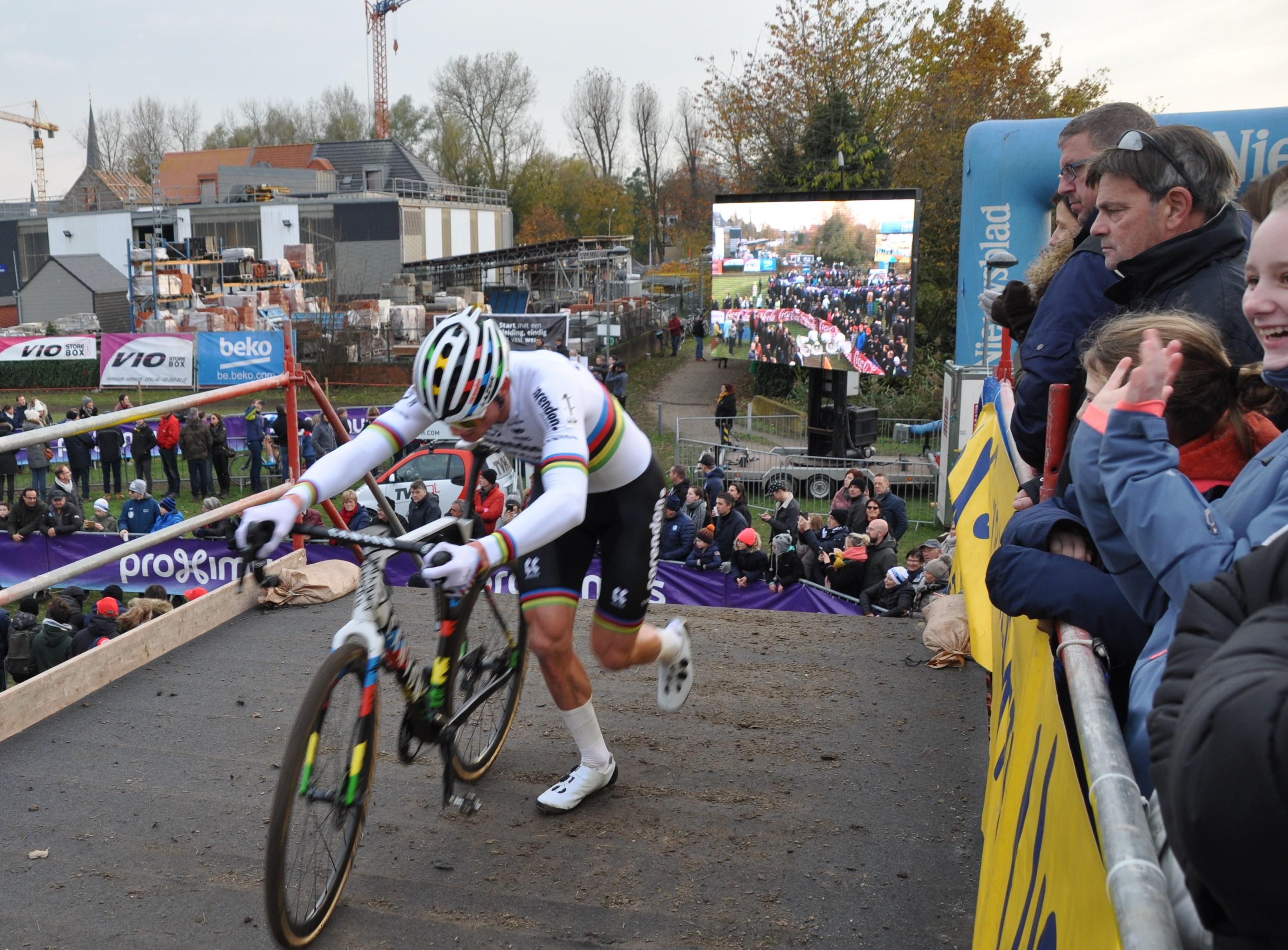 Flandriencross met 11.300 toeschouwers (Hamme) - Het Nieuwsblad