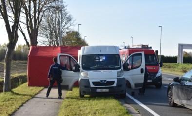 Man dood aangetroffen in bestelwagen: batterij opladen loopt helemaal verkeerd