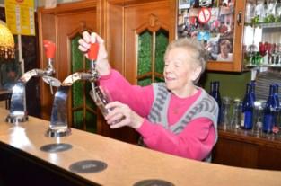 """Lucienne (90) al zeventig jaar cafébazin: """"Hier zouden ze ruzie maken om te mogen trakteren"""""""