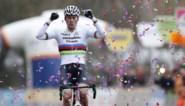 """Mathieu van der Poel draagt zijn zeges op aan Raymond Poulidor: """"Plots besefte ik dat hij nooit meer aan de kant van de weg zou staan"""""""