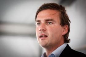 """""""U bent brandstichter, figuurlijk en bijna letterlijk"""": De Clercq haalt uit naar Vlaams Belang"""