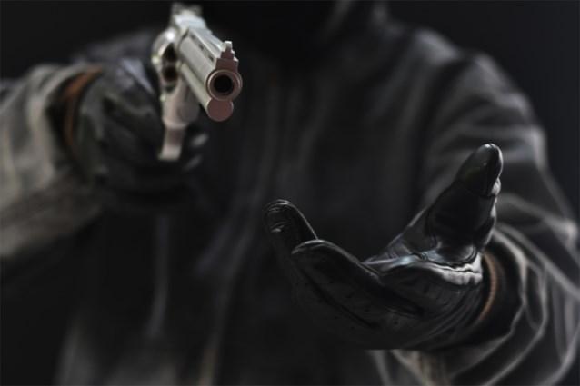 Twee gewapende mannen plegen overval op nachtwinkel in Boutersem