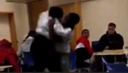 Lerares aangehouden nadat ze leerlinge (17) in elkaar slaat