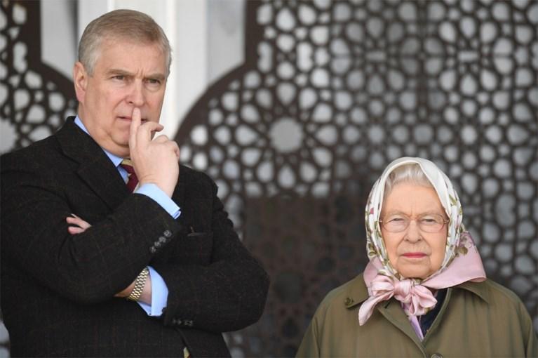 """Britse pers blijft genadeloos inhakken op prins Andrew, steeds meer details lekken uit over """"rampzalig"""" interview"""