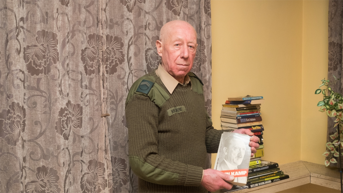 """Georges (76), de bejaarde Hitlerfanaat uit Keerbergen, riskeert jaar cel: """"Sinds wanneer is hakenkruisen in bomen hangen strafbaar?"""""""