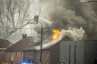 Gezin met drie kinderen dakloos na zware brand