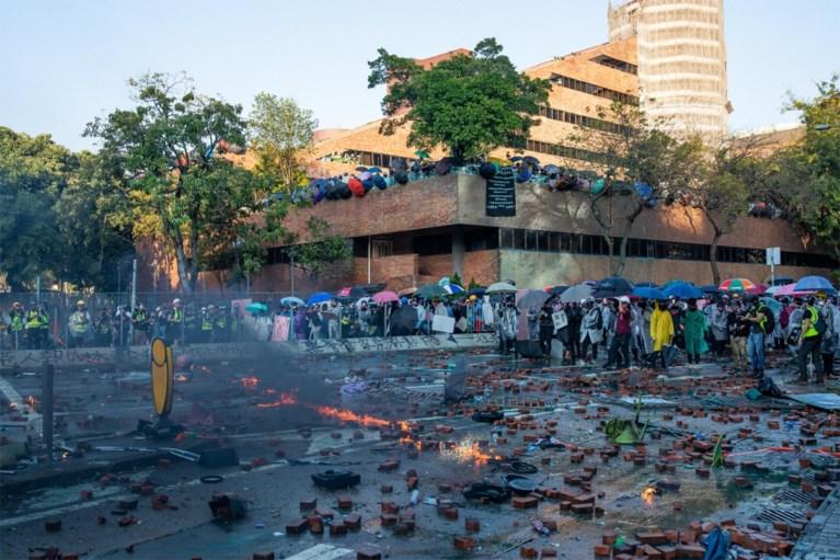 Manifestanten op campus moeten zich overgeven indien ze vreedzame oplossing willen