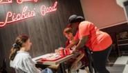 """KFC mikt over vijf jaar op 40 vestigingen in ons land, 20 fans mochten al proeven: """"Niets is gezond om elke dag te eten, hé"""""""