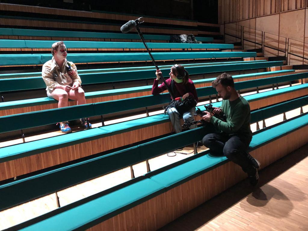 Theater Stap vijf dagen lang in 'Iedereen Beroemd' - Het Nieuwsblad