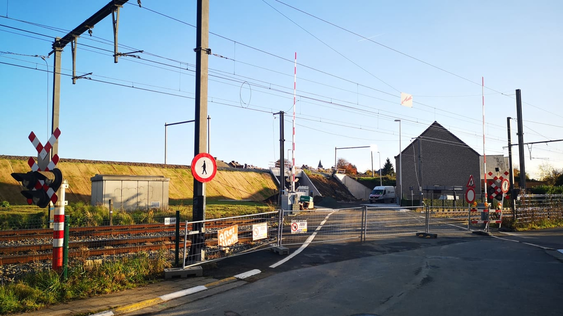 Alle negen spooroverwegen dicht: in de plaats komen tunnels, bruggen en nieuwe wegen