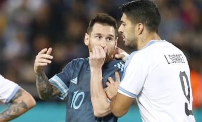 Argentinië speelt in omstreden duel gelijk tegen Uruguay: iedereen spreekt over dribbel van Messi (en oorlog met Cavani)