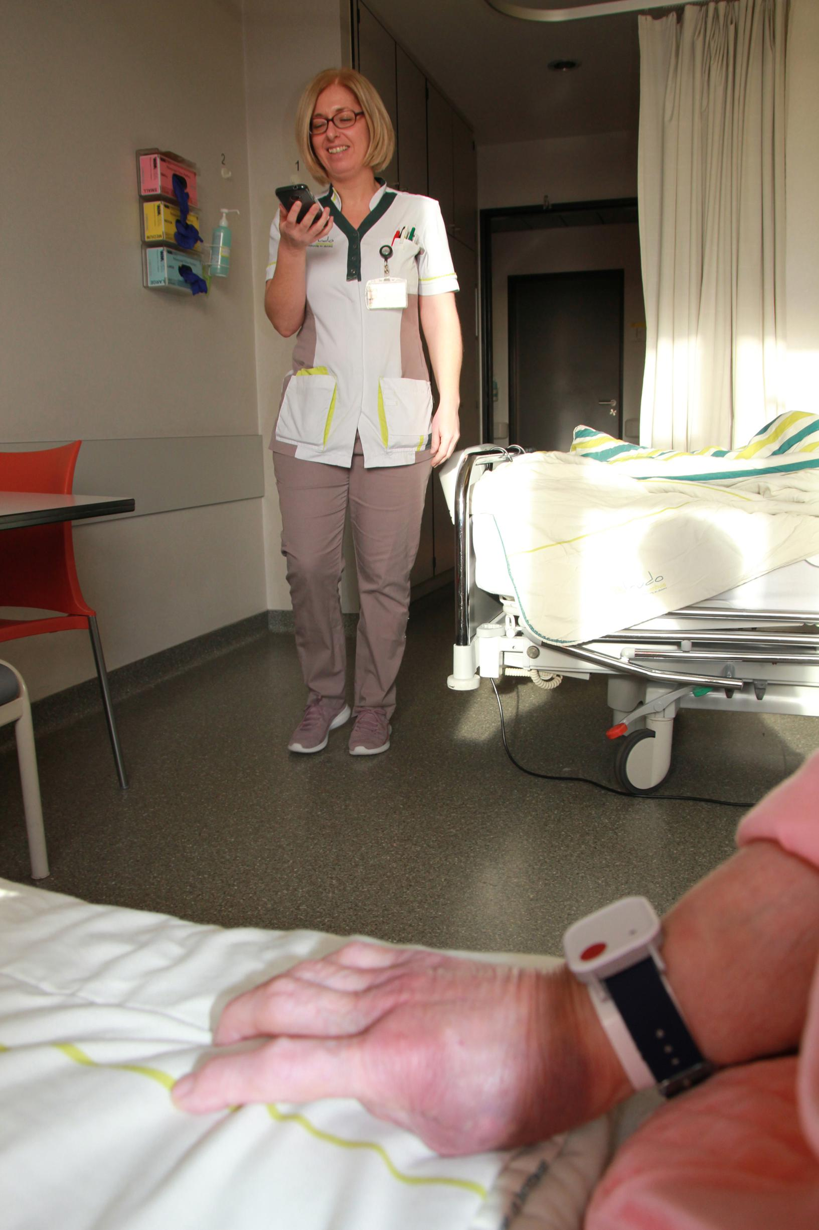 Primeur Sint-Trudo: polsbandje slaat alarm als patiënt valt