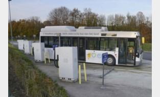 Met veel bombarie aangekondigd, maar totaal mislukt: waarom elektrische bussen van De Lijn enkel stof vergaren