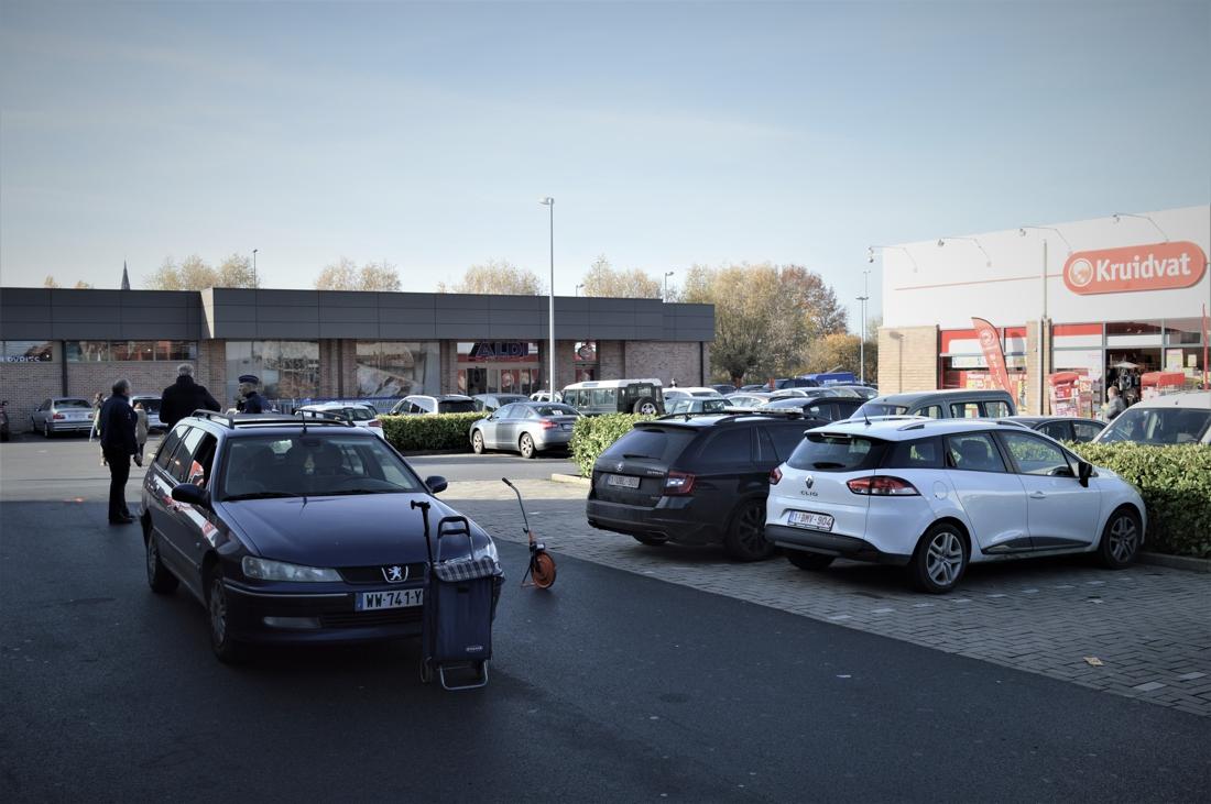 Man (82) in kritieke toestand na aanrijding op parking