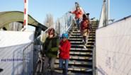 Op deze brug is iedereen veldrijder: noodbrug voor voetgangers en fietsers is nauwelijks te 'beklimmen'