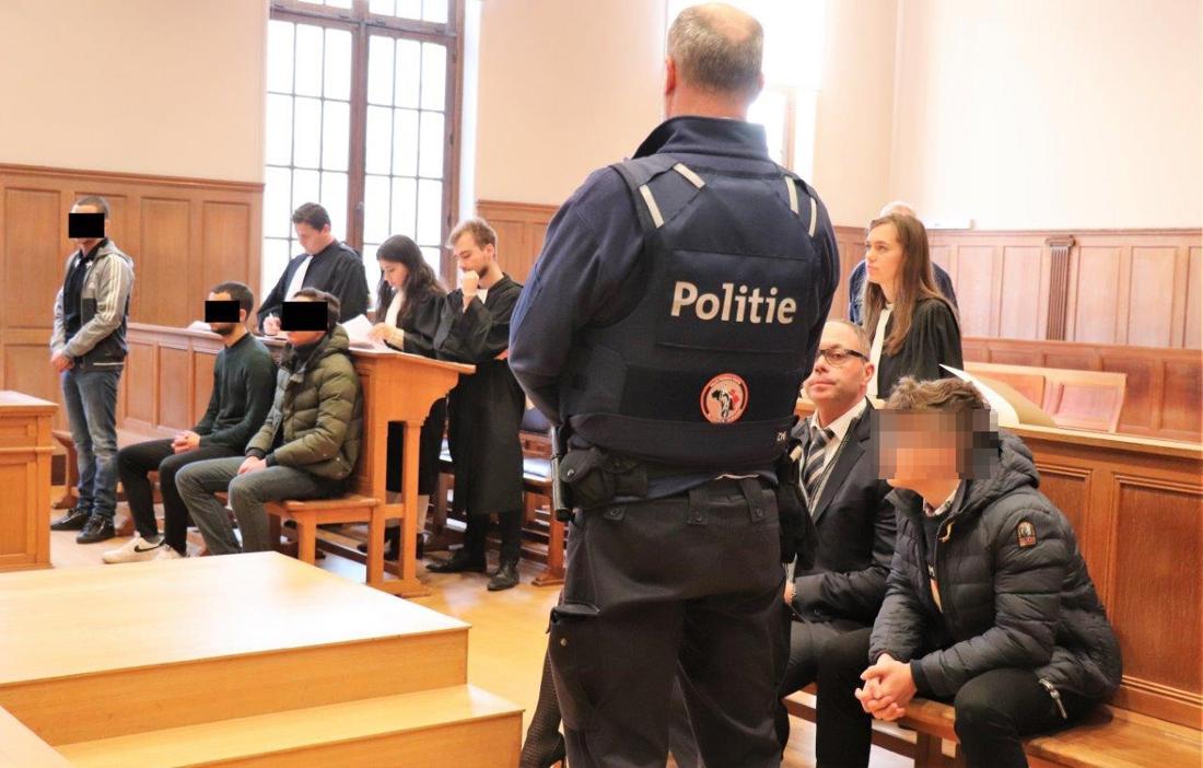 """15-jarig slachtoffer gaat in rechtbank confrontatie aan met homejackers: """"Ben zeker dat zij mij gijzelden en sloegen"""""""