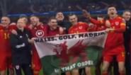 """Gareth Bale gaat na EK-kwalificatie op foto met spandoek: """"Wales. Golf. Madrid. In die volgorde"""""""