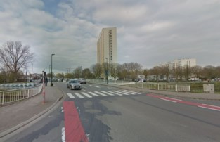 """Auto's verliezen rijstrook op Europabrug: """"Veiliger voor fietsers"""""""