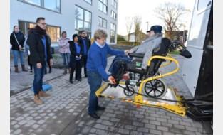 Honderden helpende handen zorgen voor vlekkeloze verhuizing van tachtig senioren