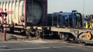 Spectaculair ongeval: goederentrein botst tegen vrachtwagen in Zeebrugge