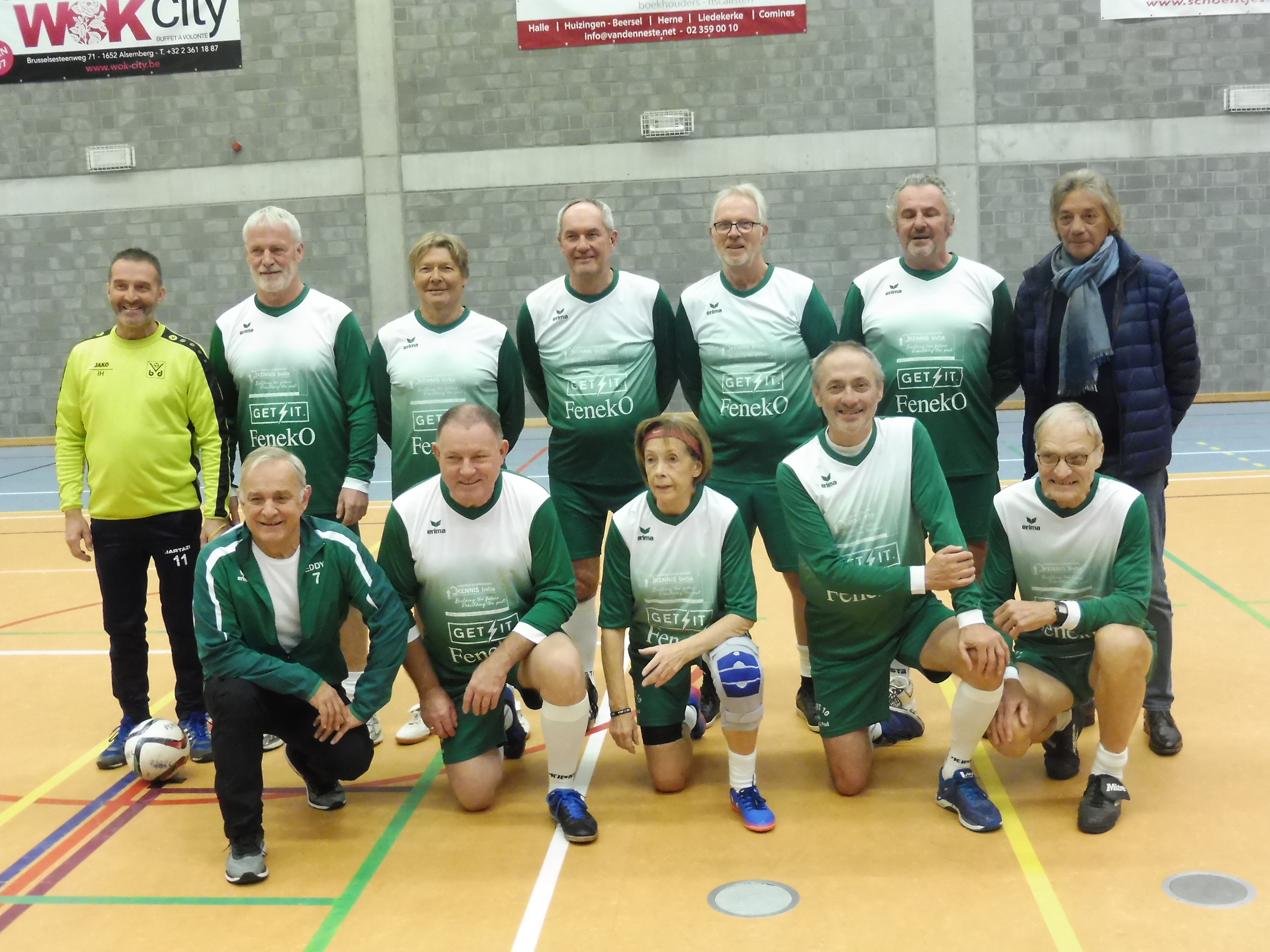 Wandelvoetballers Verbroedering Beersel Drogenbos en FCB Oldstars speelden vriendschappelijk