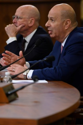 """""""Ik zette de president van Oekraïne onder druk op bevel van Trump"""": EU-ambassadeur brengt president in nauwe schoentjes"""