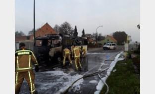Schoolbus brandt volledig uit in Eeklo