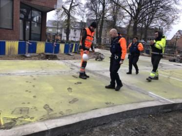 """Heraanleg van dorpscentrum is bijna klaar en dan gebeurt dit met het pas gegoten beton: """"Hier is mijn verstand te klein voor"""""""