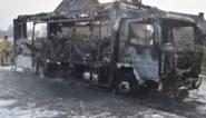 """Schoolbus gaat in vlammen op: """"Gelukkig moest ik omrijden, anders hadden er al kinderen aan boord gezeten"""""""