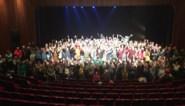 """Kommil Foo haalt publiek op podium voor protest tegen besparingen: """"Stuitend gebrek aan visie"""""""