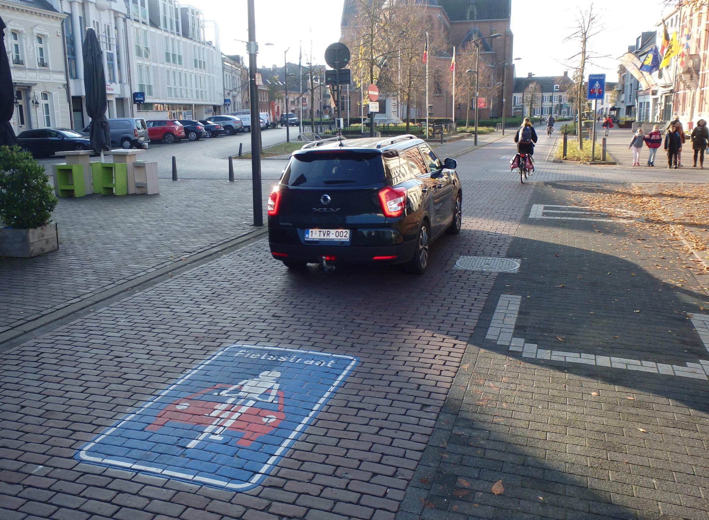 Fietsstraat krijgt nu ook fietsenstallingen (maar waar?)