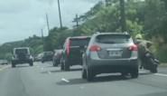 Motorrijder en autobestuurder maken al rijdend ruzie op autosnelweg
