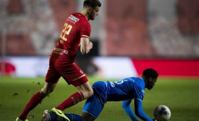 Jonathan David scoort opmerkelijke goal voor AA Gent: tegen de grond gaan, penalty claimen… en dan snel opstaan en scoren