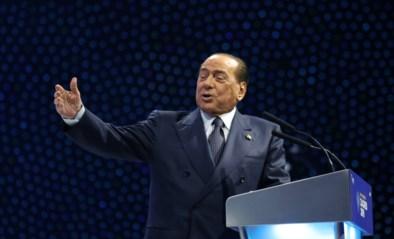 Berlusconi in het ziekenhuis na val op congres