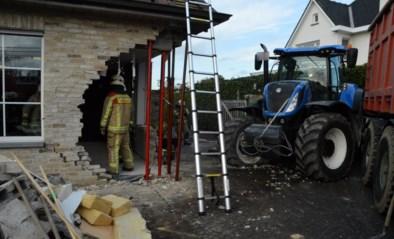 Tractor boort zich in gevel van restaurant na botsing in Pittem