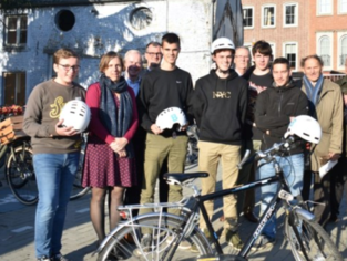 Buddy's promoten gebruik veilige fietshelm