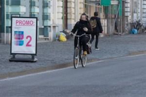 Boete voor gsm-gebruik voor elf Gentse fietsers