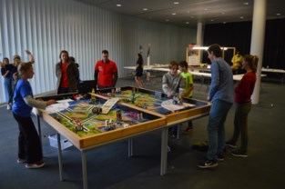 Daar komen de robots: honderd kinderen doen mee aan Lego League