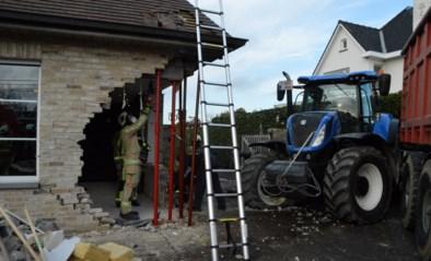Trouwfeest dreigt in het water te vallen door tractor die zich in gevel restaurant boort: