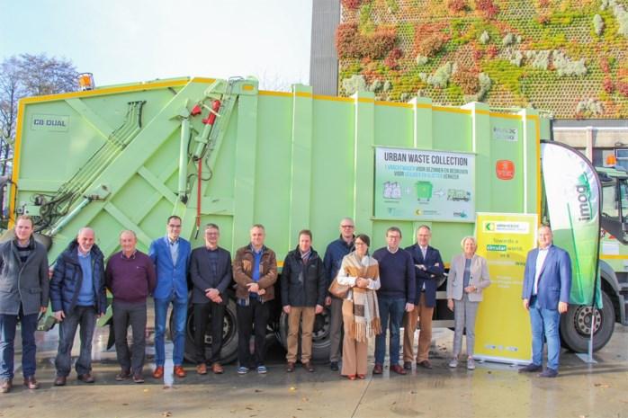 """Van een gezin of een bedrijf, alle afval belandt nu in één vrachtwagen: """"We beperken niet de concurrentie, maar wel de uitstoot"""""""