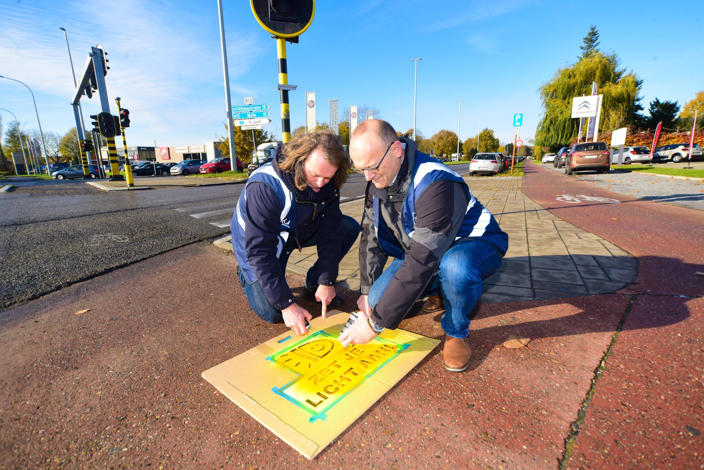 Street tags laten fietsers aan hun licht denken