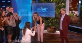 Ouders weigeren naar huwelijk tussen twee vrouwen te komen, maar talkshowhost Ellen DeGeneres zorgt voor een verrassing