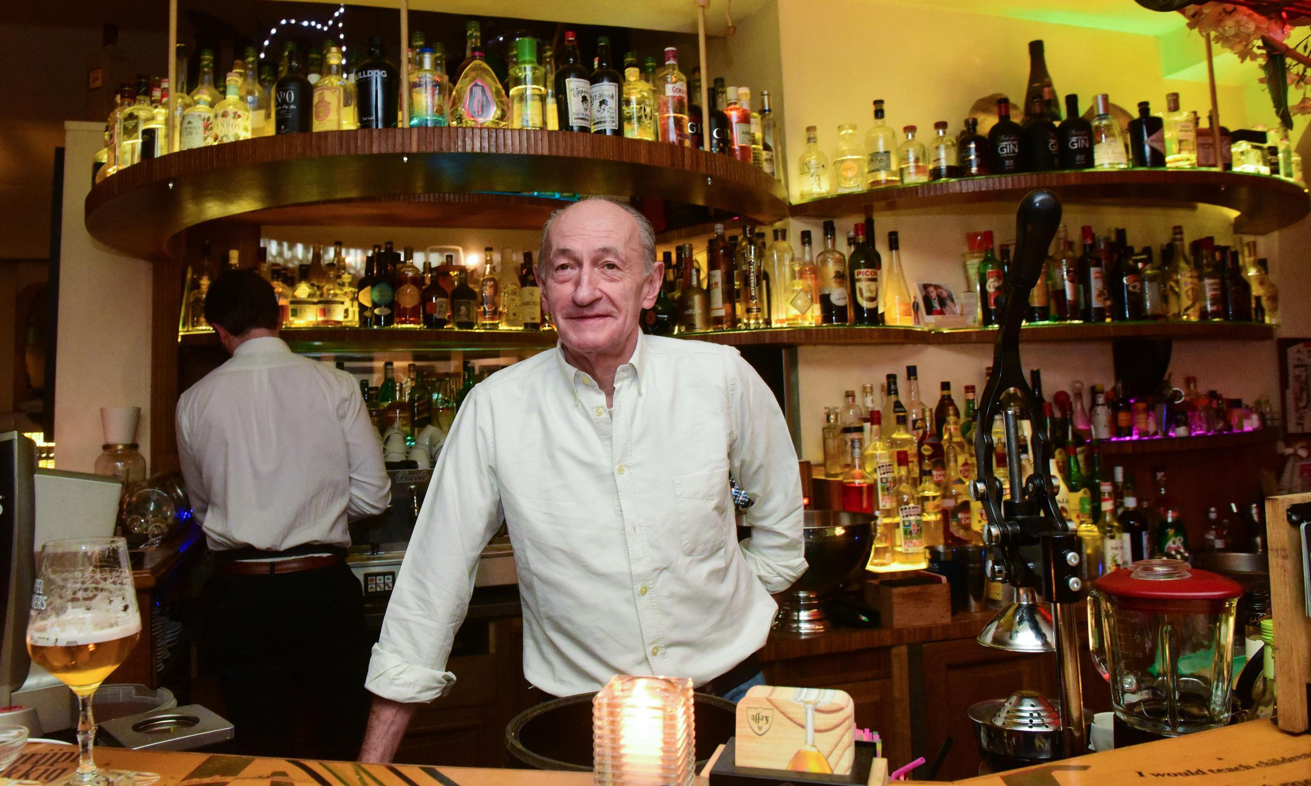 Nachtburgemeester verkoopt legendarisch café