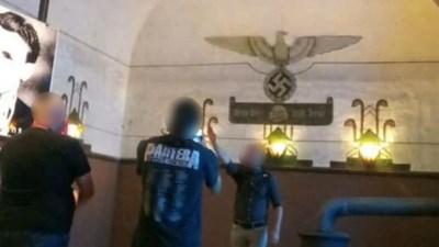"""Man die Hitlergroet bracht in Breendonk is zoon van voormalig parlementslid: """"Mijn zoon haalde een kwajongensstreek uit"""""""