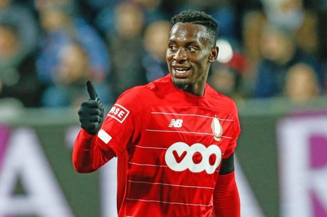"""Standard-speler Paul-José Mpoku duikt op in de loges van Anderlecht voor wedstrijd van broertje Sambi Lokonga: """"Eerst broers, dan pas concurrenten"""""""