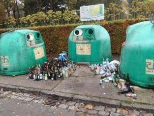 Sluikstorters deponeren flessen in Frilinglei