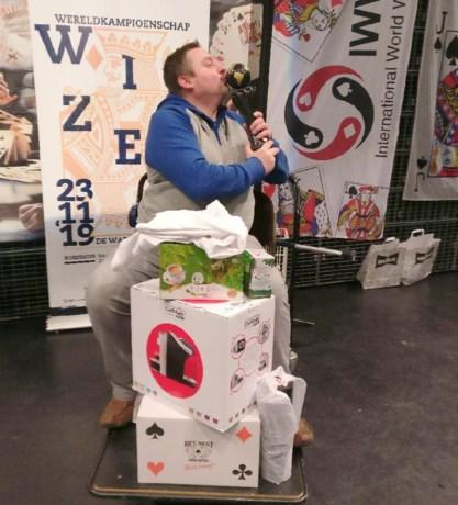 Krantenman Bart Van Peteghem is wereldkampioen wiezen