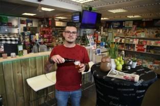 Overdag verkoopt Danilo kranten, 's avonds beats en pintjes