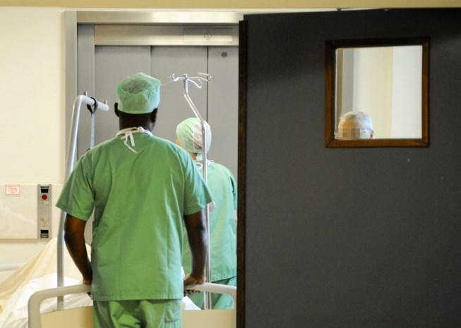 Gepensioneerde verplegers moeten opnieuw aan het werk, want studenten laten op zich wachten