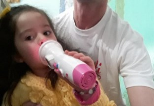 """Hij moest er bijna twee jaar op wachten, maar eindelijk ziet Gert dochter Rubi (6) terug: """"Ze vloog meteen in mijn armen"""""""